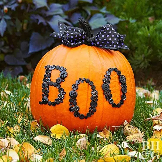 Boo-tiful Button Pumpkin