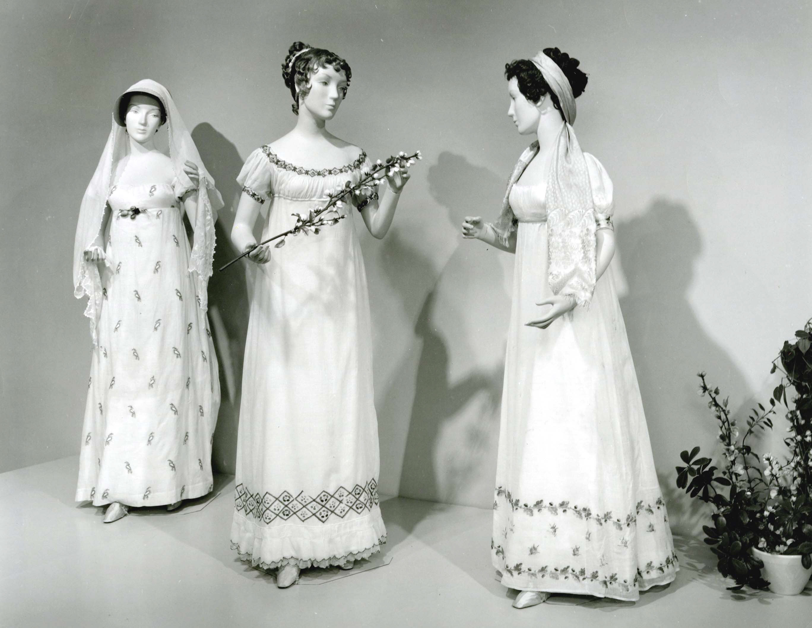 1 000 french canadian clothing french canadian apparel french - From The Met S Summer In Style Exhibition Jun 17 1960 Dresses From 1805 1810 Source