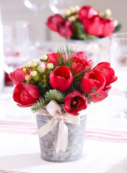50 Easy Christmas Centerpiece Ideas   Midwest Living Festive tulips