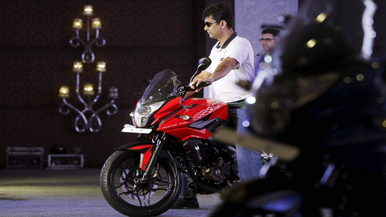 Bajaj Auto   CMP: Rs 2,996.55   The stock ended in the red after reporting an 18.8 percent year-on-year decline in September quarter standalone profit to Rs 1,138.2 crore, missing a CNBC-TV18 poll estimates of Rs 1,212 crore. Revenue from operations declined 7.2 percent year-on-year to Rs 7,156 crore in Q2 FY21 with sales volume declining 10.2 percent YoY to 10.53 lakh units and realisation rising 3.4 percent YoY. Domestic two-wheeler segment registered a strong turnaround in September quarter as volumes grew by 6 percent, but commercial vehicles volumes declined 78 percent. Total exports fell 12 percent during the quarter YoY.