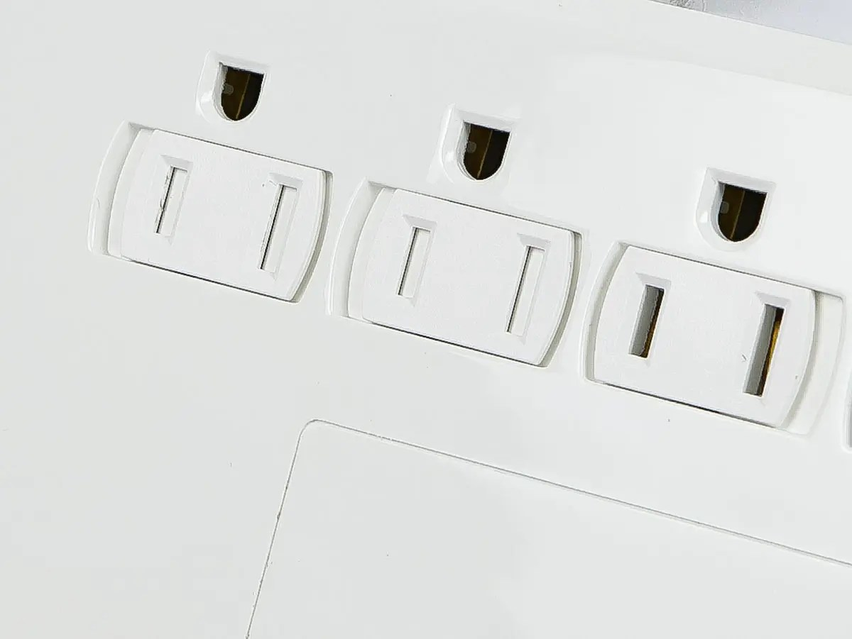 Monoprice 12 Outlet Power Surge Protector W 2 Built In Usb Charger Ports