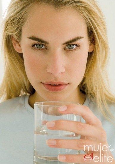 La hidratación es muy importante para combatir el jet-lag
