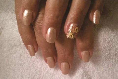 Mice Aab Technical Advisor With Nubar Cosmetics Creates Fl Nail Art For Her Clients Using Silk Wraps