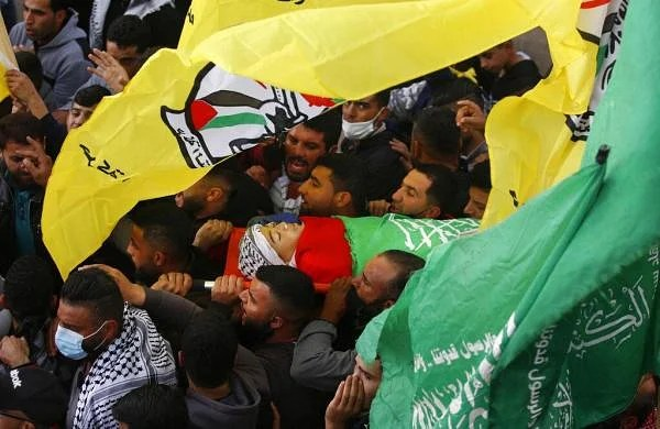 Mourners gather for Palestinian teenshot by Israeli forces