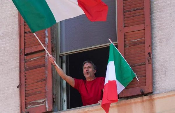 Italy to ease COVID-19 lockdown on May 4, distribute free masksto nursing home