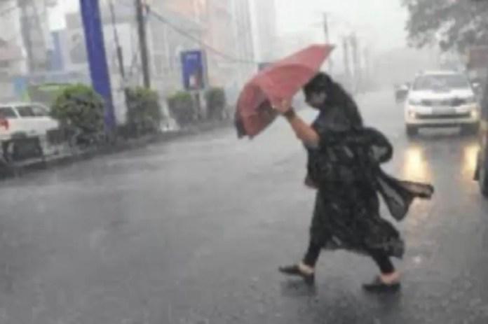 मौसम चेतावनी: नोएडा से बलरामपुर तक इन जिलों में अगले कुछ घंटों में बारिश के आसार