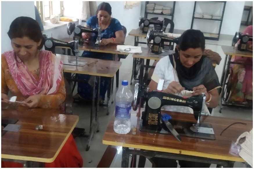Women Prisoners in Jaipur Turn Corona Warriors, Sew Thousands of Face Masks to Fight Covid-19