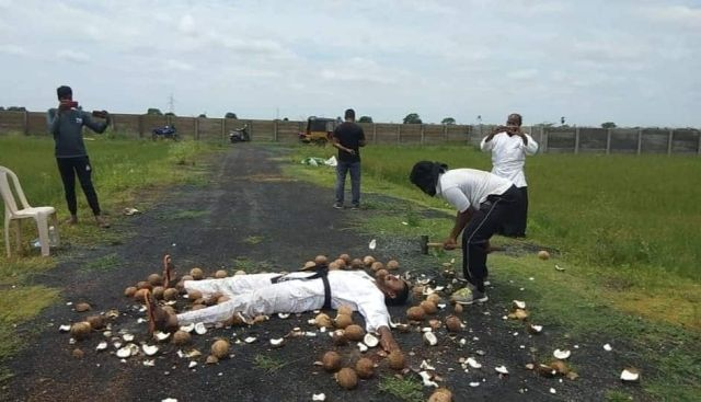 Guinness Record: A Martial Arts Student Smashs 49 Coconuts in One Minute with a Blindfold