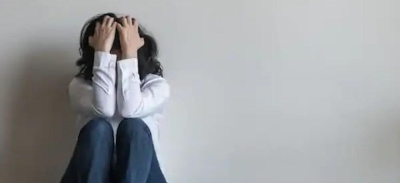 कोविड -19 के दौरान आत्मघाती विचार?  यहाँ क्या करना है और कैसे मदद करनी है