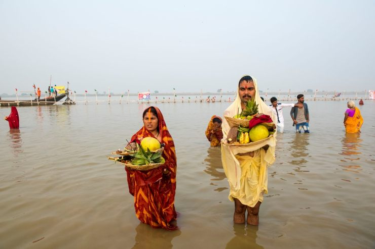 On the third day of Chhath Puja, devotees offer prayer to the setting Sun. (Image: Shutterstock)