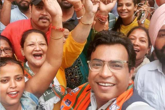 BJP candidate Rudranil Ghosh from Bhabanipur is one of the important centers for assembly elections.  Once known as the Left.  After that he came to BJP as grassroots.  Trolling him on social media is also intensifying.  This time she will fight in the center where Mamata Banerjee is the MLA.  Rudranil has started campaigning with Pujo to win in this difficult center.