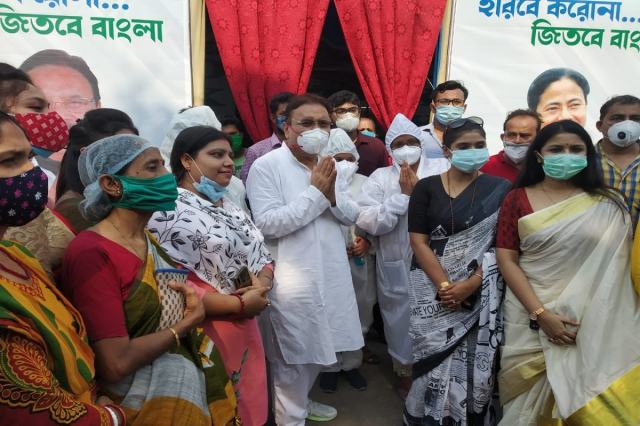 * Oxygen Parlor opened in Kamarhati on Sunday afternoon.  Although there is a provision of 100 beds, at present the parlor has been started with ten beds.  When the whole state is short of oxygen, this oxygen parlor will provide much more oxygen to the residents of Kamarhati.  Information and photo: Sushovan Bhattacharya.