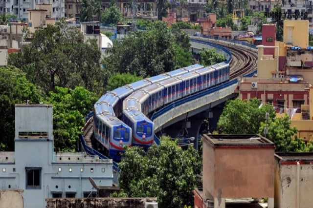 * According to the metro authorities, passengers will get the first metro from Monday to Saturday at 8 am.  The service of Dumdum Metro from Poet Subhash will start from 8 am.  .  Dakshineswar service will start from poet Subhash at 9.42 am.  File image.
