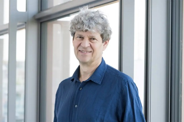 Top geneticist calls for global rules for ethical human genome editing