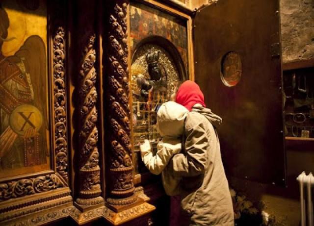 Η Ιερή Εικόνα της Παναγίας της Μεγαλοσπηλαιώτισσας στην Ιερά Μονή Μεγάλου Σπηλαίου Καλαβρύτων - Φωτογραφία 2