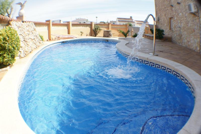 213 pisos y apartamentos en venta en empuriabrava, girona. Alquiler casa en Empuriabrava, Costa Brava con piscina ...