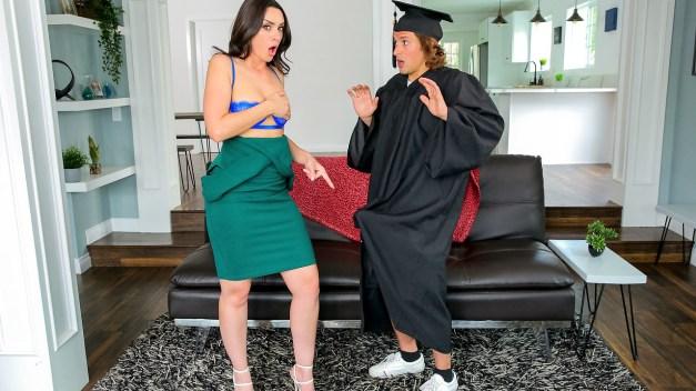 Moms Teach Sex - Stepsons Graduation Day - S16:E1