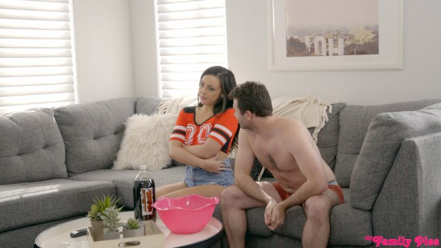 MyFamilyPies.com - Whitney Wright: Strip For The Win - S6:E4