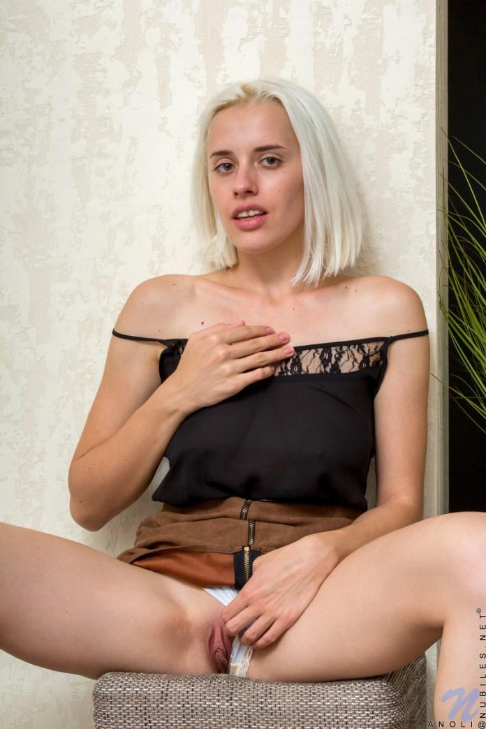 Nubiles.net - Anoli: Pussy Rubbing