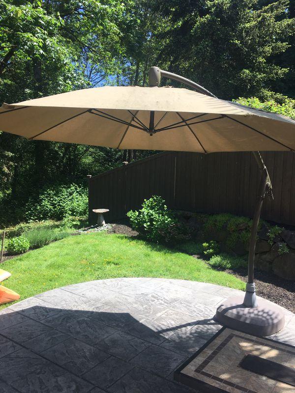 10 foot cantilever umbrella for Sale in Kirkland, WA - OfferUp on Costco Furniture Showroom Kirkland Washington id=53005
