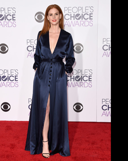Sarah Rafferty dares to bare in a very low cut navy dress [Getty]