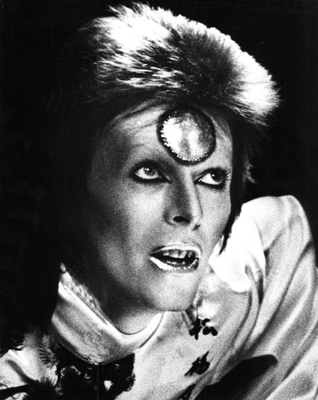 David Bowie on stage as Ziggy Stardust in 1973 [Getty]