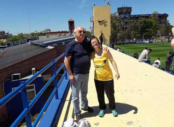 Ana Laura estuvo viendo la práctica (foto: Twitter @TomiBrianza).