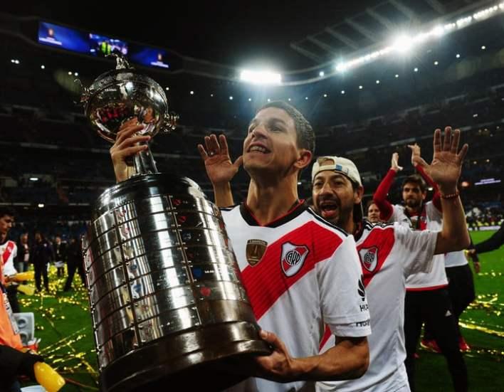 Nacho con la Libertadores en Madrid, eterno (Marcelo Carroll)