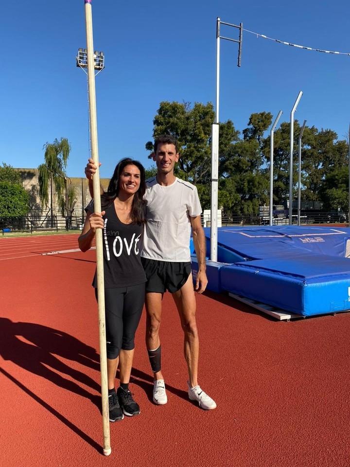 Gaby Sabatini saltó con garrocha junto a Germán Chiaraviglio.