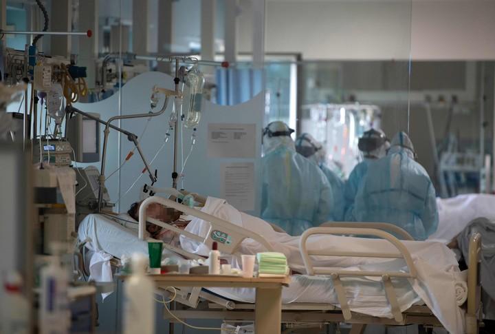 Así trabajan en el CEMTRO, una clínica de Madrid. Foto: AFP.
