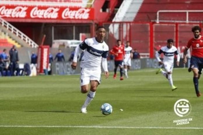 Lucas Barrios abrió el partido y puso en ventaja a Gimnasia. (Prensa Gimnasia)
