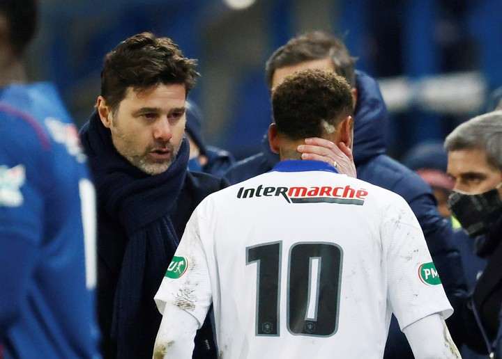 Pochettino and Neymar, after the coup.  Photo: REUTERS.