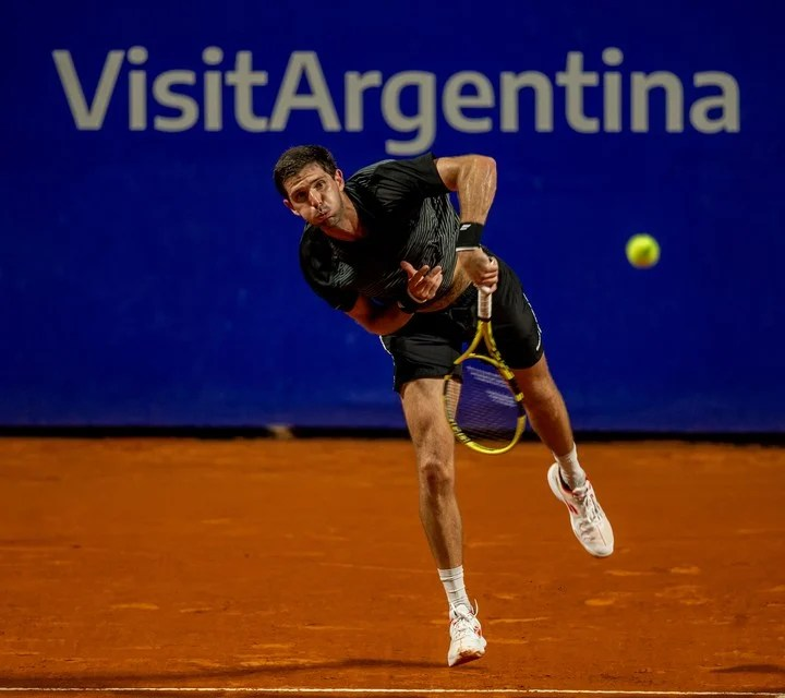 The serve was an important weapon for Delbonis: he made two aces and made it difficult for his rival several times.  AO Press.
