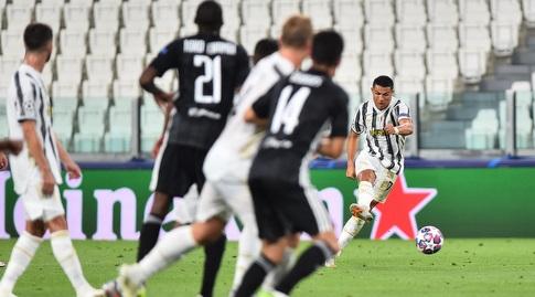 Ronaldo kicks (Reuters)
