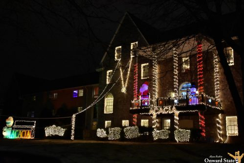 [Photo Story] Frat Houses Decorate For The Holidays