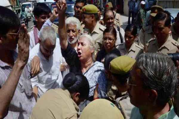 Narmada Bachao Andolan Leader Medha Patkar Arrested In