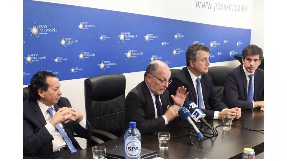 Jorge Faurie, junto a Dante Sica y Luis Etchebehere, cerraron el controvertido acuerdo en Bruselas.