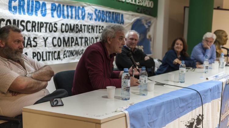 Luis Bruschtein, de Página/12, durante el encuentro.