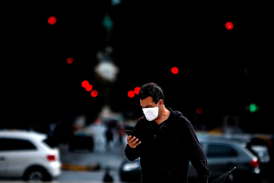 El Gobierno analiza implementar el toque de queda sanitario para tratar de frenar la suba de casos de coronavirus.