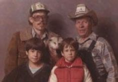 AwkwardFamilyPhotos.com: Click for full-size image.
