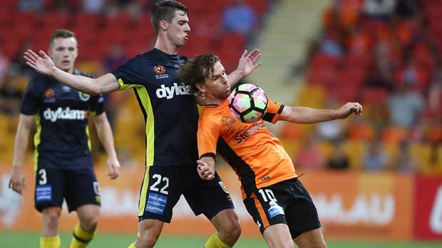 Brett Holman controls the ball on his chest during Roar's comfortable win over the Mariners on Sunday.
