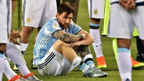 Bildergebnis für Messi visits the Toilet too much to be a Leader - Maradona