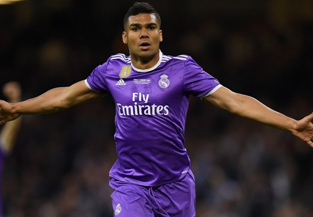 Barcelona's Busquets hails Real Madrid's Casemiro as one of the world's best midfielders