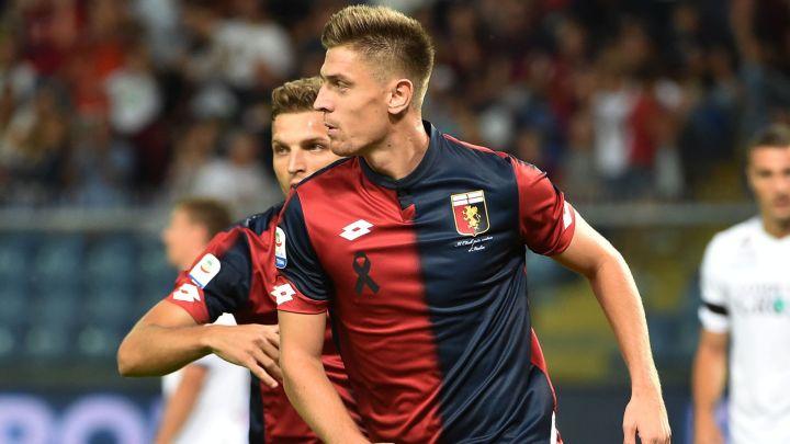 Piątek in azione con la maglia del Genoa | Numerosette Magazine