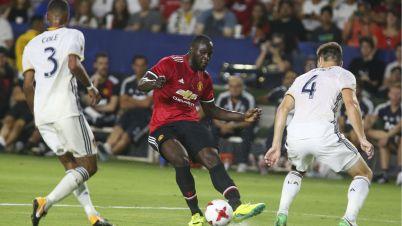 Romelu Lukaku Ashley Cole Manchester United LA Galaxy