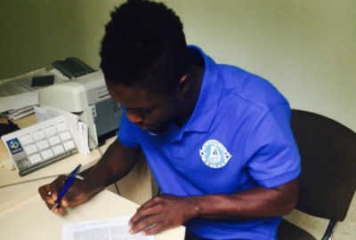 Michael Babatunde has signed a three-year contract with Dnipro