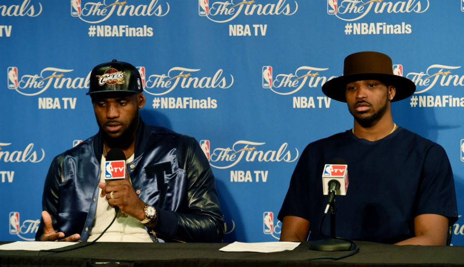 NBA | LeBron James calls out Cavs in photo with holdout ...