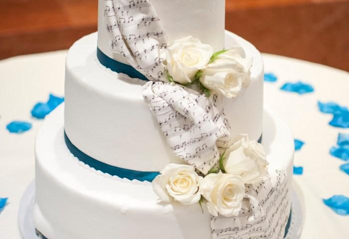 White Rose Flowers On 3 Layer Vanilla Cake Free Stock Photo