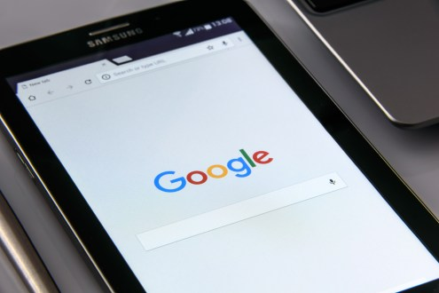 Google Search Reflected on a Black Samsung Tablet
