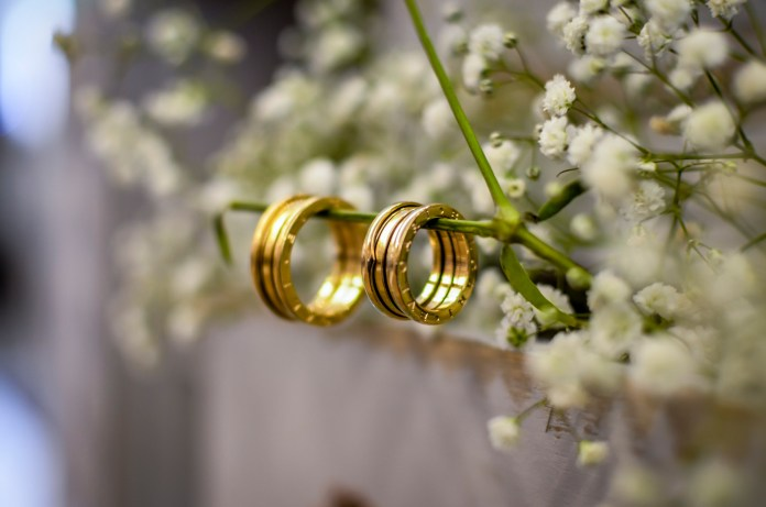 https://www.pexels.com/photo/close-up-photo-of-gold-wedding-rings-2219195/
